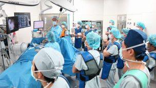 頚椎症性神経根症に対するFESSの手術手技を学ぶ参加者たち